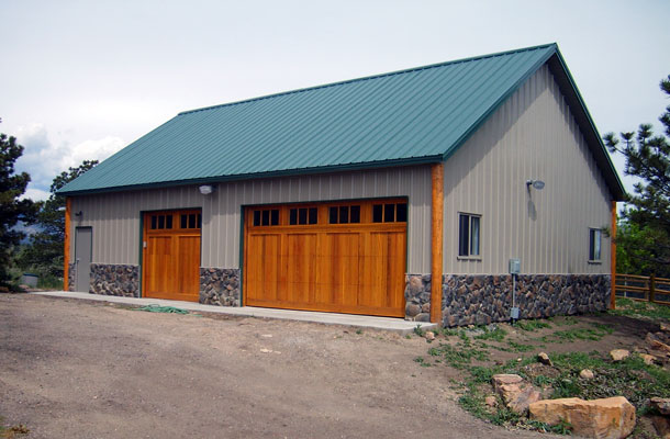 Colorado custom garages warm and efficient for Garage pole automobile marignane